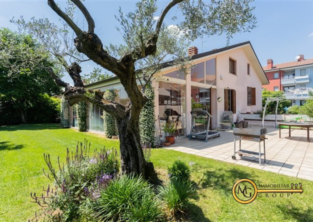 For Sale Villas undefined - stately single villa center country Locality  - Info+39 3497874723 email: m.gualtieri@mgimmobiliaregroup.it